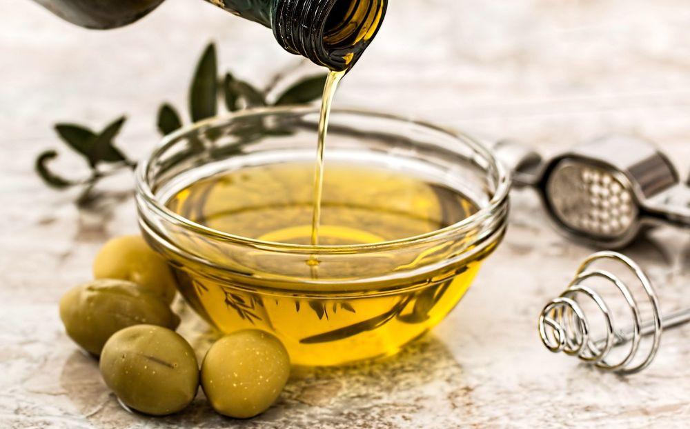 Huile d'olive pour sourcils
